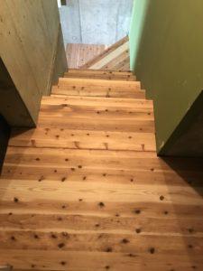 タイルの高さに合わせ階段制作