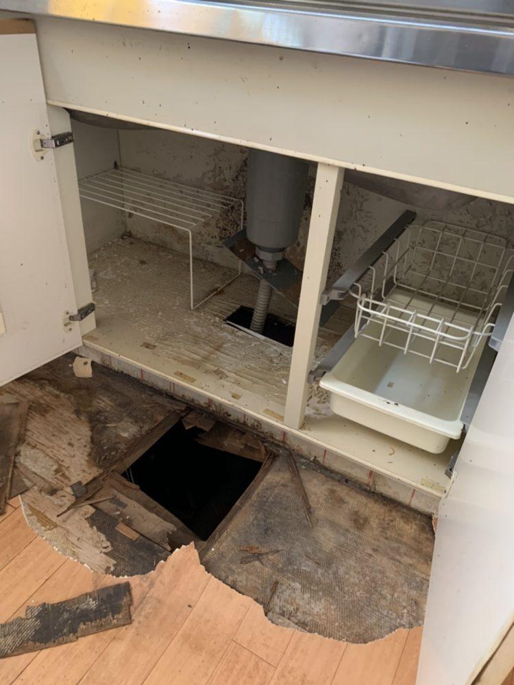 キッチン床、流し床修理工事